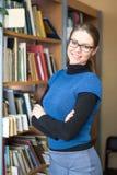Portret Mądry uczeń W bibliotece Obraz Stock