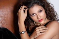 Portret met horloge. Stock Afbeelding