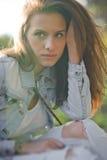 Portret met mooi meisje Stock Foto's