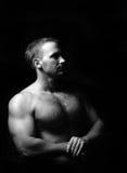 Portret mięśniowa mężczyzna pozycja Obrazy Stock