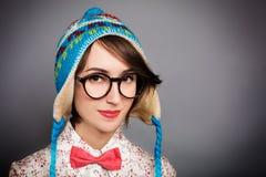 Portret modniś dziewczyna w Śmiesznym zima kapeluszu Fotografia Royalty Free