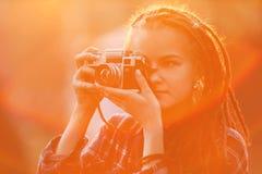 Portret modniś dziewczyna Z strachami Bierze obrazek zdjęcie stock