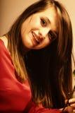 Portret mody pięknej kobiety nastoletnia dziewczyna w czerwieni sukni Zdjęcia Royalty Free