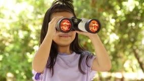 Portret mooi van het gelukkige lange meisje Aziaat van het haarkind stock videobeelden