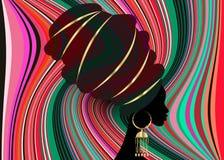 Portret mooie Afrikaanse vrouw in de traditionele druk van de omslag Afrikaanse, Traditionele dashiki van tulband rode Kente hoof Royalty-vrije Stock Foto