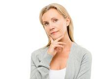 Portret mooie rijpe die vrouw op witte achtergrond wordt geïsoleerd Royalty-vrije Stock Fotografie