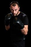 Portret męski atleta boksera mężczyzna patrzeje agresywny z Boxin Zdjęcia Royalty Free