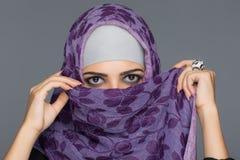Portret Muzułmańskie kobiety w hijab Obrazy Royalty Free