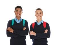 Portret nastoletni chłopacy w mundurku szkolnym z plecakami zdjęcia royalty free