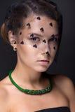 Portret nastoletnia dziewczyna na zmroku - szary tło Zdjęcie Royalty Free