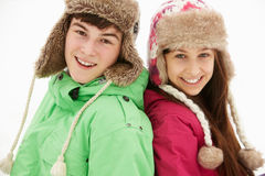 Portret Nastoletnia Para W Śniegu Fotografia Royalty Free