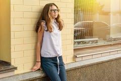 Portret nastoletniej dziewczyny 13-14 lat zdjęcia royalty free