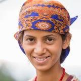 Portret nepalese kobieta w tradycyjnej sukni na ulicznym Pokhara, Nepal Fotografia Royalty Free