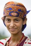 Portret nepalese kobieta w tradycyjnej sukni na ulicznym Pokhara, Nepal Zdjęcia Royalty Free
