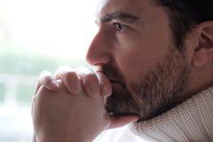 Portret niespokojny mężczyzna twarzy zakończenie up zdjęcia royalty free