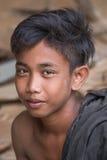 Portret niewiadomy młody facet pracuje w ciesielka sklepie Fotografia Royalty Free