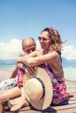 Portret nowożytny dorośleć pary relaksuje w swimsuit Zdjęcia Stock