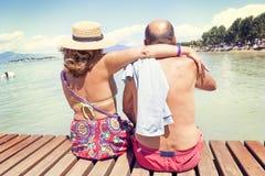 Portret nowożytny dorośleć pary relaksuje w swimsuit Obrazy Royalty Free