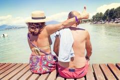 Portret nowożytny dorośleć pary relaksuje w swimsuit Zdjęcie Royalty Free