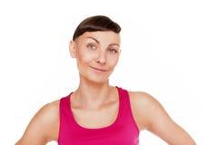 Portret odizolowywający nad białym tłem sprawności fizycznej kobieta Smilin zdjęcia stock