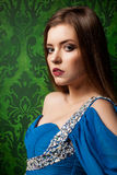 Portret og mooie vrouw op uitstekende achtergrond Royalty-vrije Stock Foto