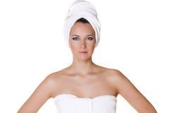 Portret ogołacająca piękna kobieta dostaje przygotowywający dla zdroju tr Obrazy Royalty Free