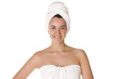 Portret ogołacająca piękna kobieta dostaje przygotowywający dla zdroju tr Zdjęcia Stock