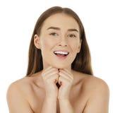Portret ogołacająca piękna kobieta dostaje przygotowywający dla zdroju tr Fotografia Royalty Free