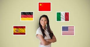 Portret ono uśmiecha się z rękami piękna kobieta krzyżował pozycję flaga Obrazy Stock
