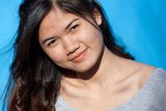 Portret op Blauw Stock Afbeeldingen