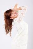 Portret oparty caucasian kobieta przewodzi z powrotem Zdjęcie Stock