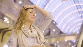 Portret opowiada z somebody młoda kobieta zdjęcie wideo