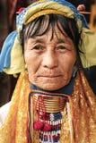 Portret Padaung szyi długa kobieta w tradycyjnej odzieży Obrazy Royalty Free