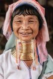 Portret Padaung szyi długa kobieta w tradycyjnej odzieży Zdjęcia Royalty Free