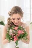 Portret panna młoda z bukietem kwiaty Obraz Royalty Free
