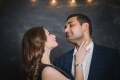 Portret para brunetki męskie i żeńskie obrazy royalty free