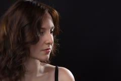 Portret patrzeć w dół młodej kobiety Obrazy Royalty Free