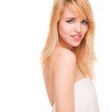 Portret Patrzeje Nad ramieniem Blond kobieta zdjęcie stock