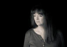 Portret patrzeje zadumany dojrzała kobieta sztuki pięknej kamery oczu mody pełne splendoru zieleni klucza wargi target1847_0_ dep Obraz Stock