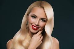 portret piękna blondynka włosy dziewczyna z makeup obrazy stock