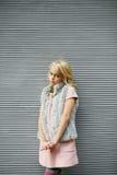 Portret piękna blondynki dziewczyna outside, styl życia Obrazy Royalty Free