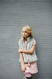 Portret piękna blondynki dziewczyna outside, styl życia Obrazy Stock