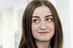 Portret piękna brunetka z długie włosy obrazy stock