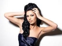 Portret piękna brunetki kobieta obrazy stock