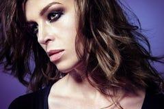 Portret piękna caucasian kobieta z smokey, przygląda się makeup Obraz Royalty Free