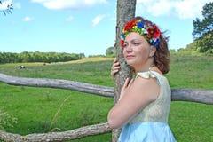Portret piękna dojrzała kobieta z wiankiem na głowie zdjęcie stock
