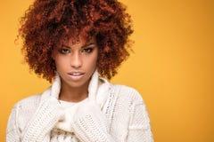 Portret piękna dziewczyna z afro fryzurą Obraz Stock