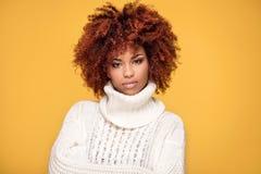 Portret piękna dziewczyna z afro fryzurą Obraz Royalty Free