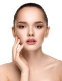 Portret piękna dziewczyna z jasną zdrową skórą zdjęcie royalty free