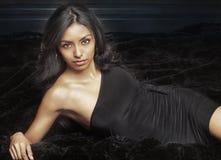 Piękna egzotyczna młoda kobieta Zdjęcia Royalty Free